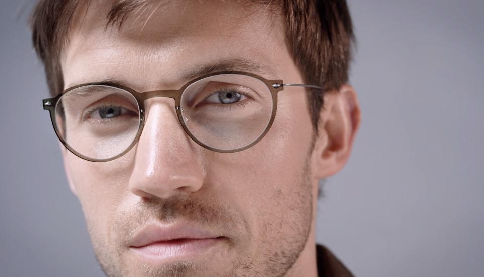 Occhiali da vista uomo 2015 gli 8 pi modelli esclusivi for Occhiali in titanio da vista