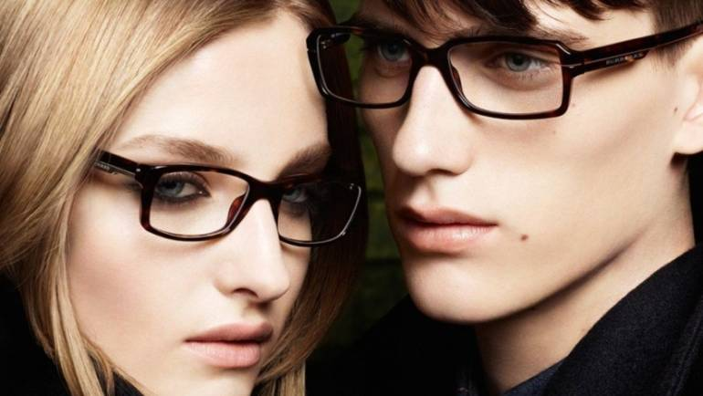 Guida alla scelta degli occhiali per ogni tipo di viso